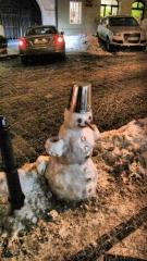 Снеговик на улице Нерудова в Праге