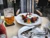 Куриные крылышки с пивом на террасе отеля U Prince