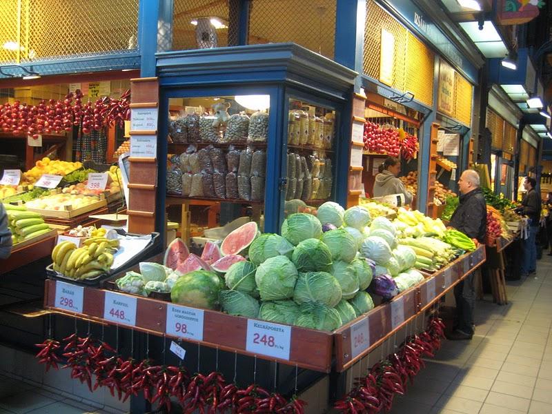 Овощи на рынке в Будапеште.