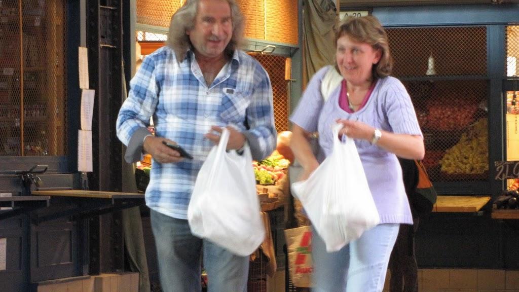 Венгры или туристы с покупками