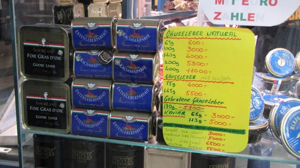 Гусиный паштет на рынке в Будапеште.