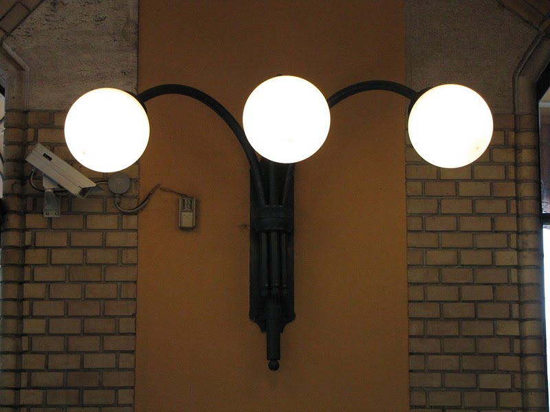 Просто лампа на рынке в Будапеште