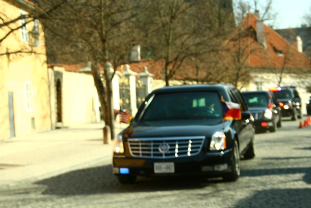 Кортеж Барака Обамы в Праге 2010.