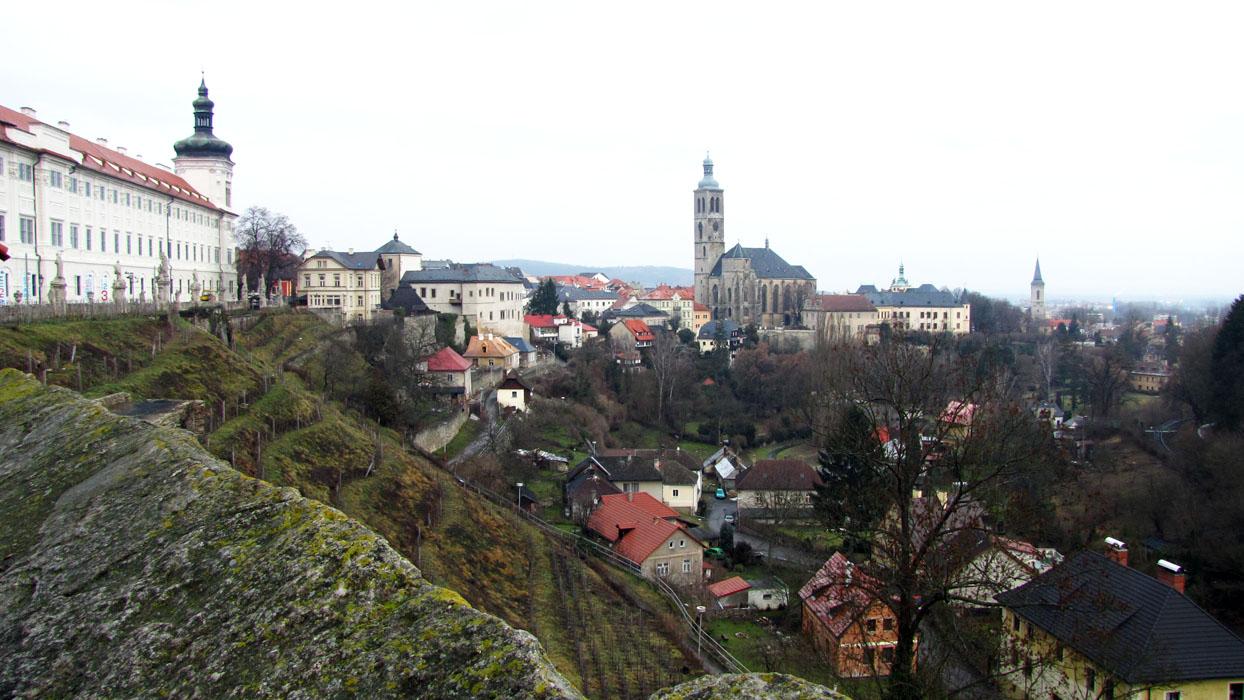 Вид на Кутну Гору с площадки рядом с Собором Святой Варвары