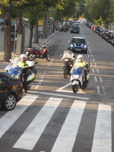 Полиция на скутерах в Барселоне