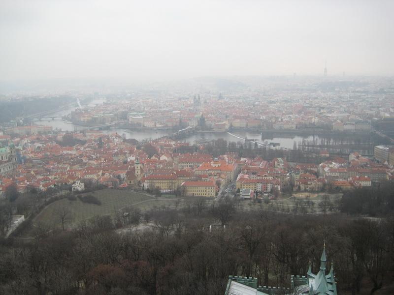 Вид на Прагу с холма Петршин