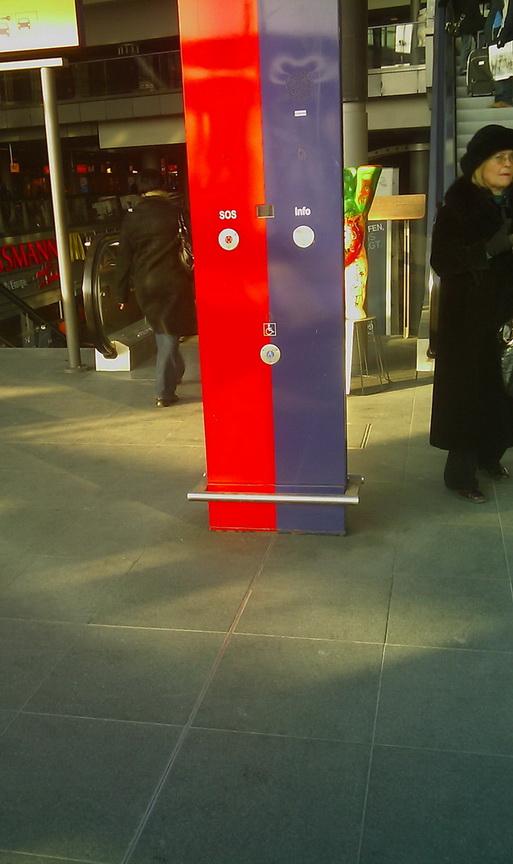Тревожная кнопка на Берлинском вокзале.