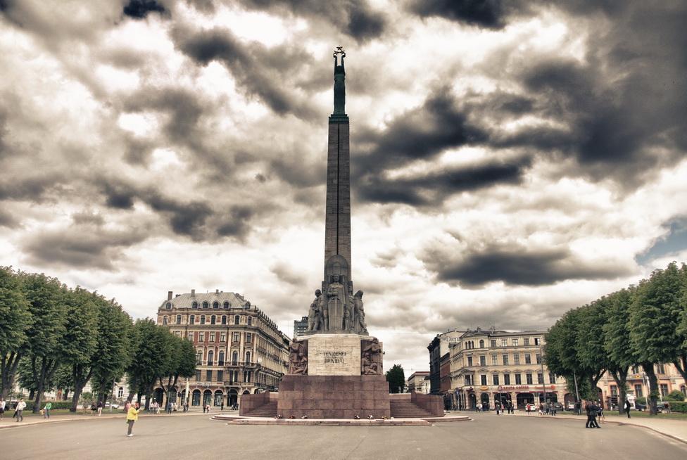1056-freedom-monument