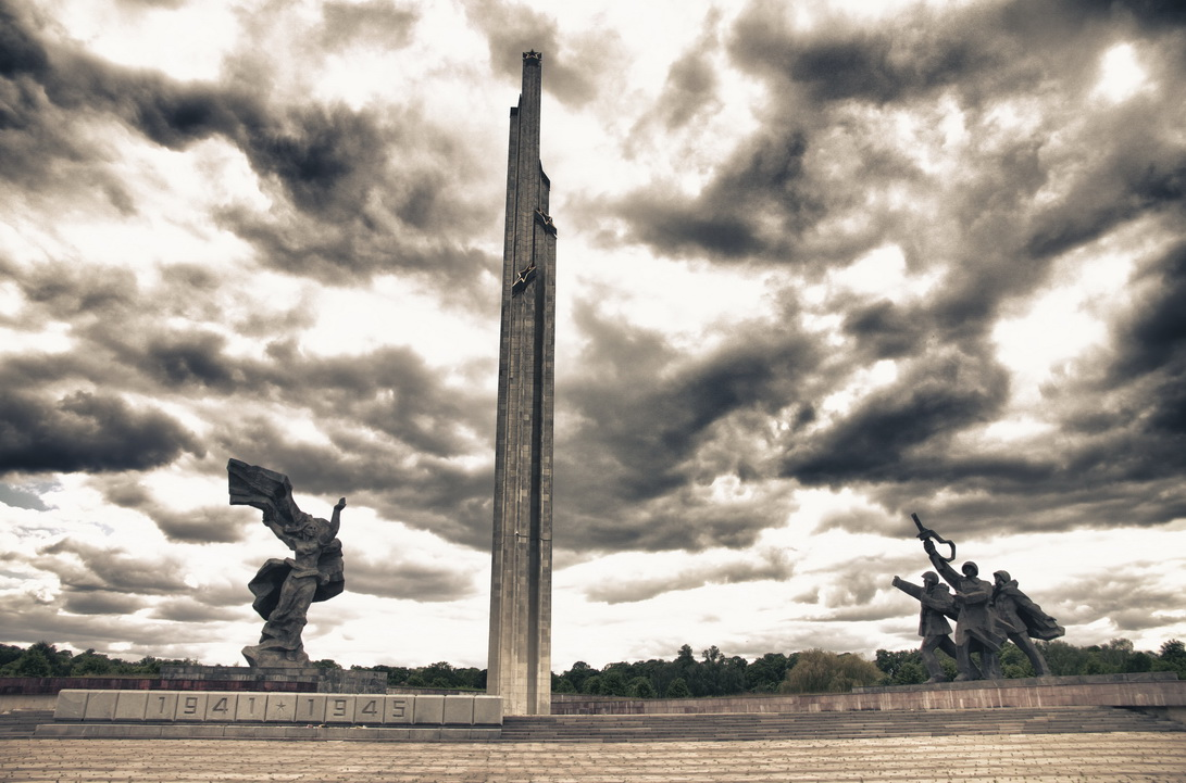 2335-victory-monument