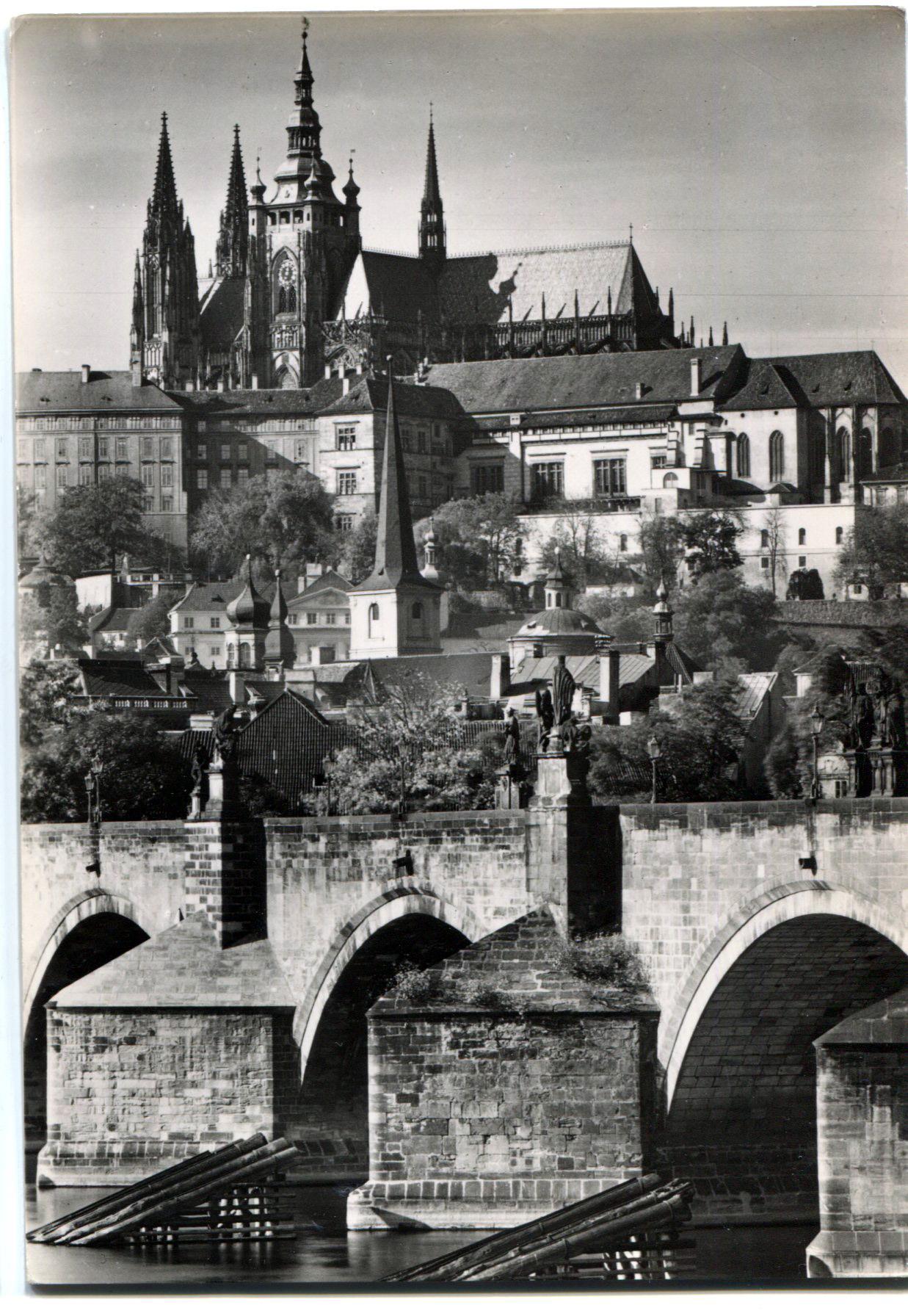 Чехия. Прага. Пражский Град и Карлов Мост.