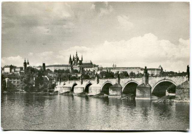 Карлов Мост и Пражский Град.