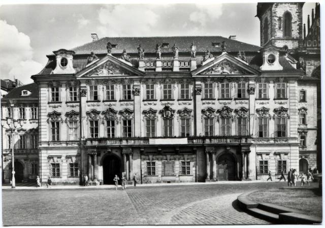 Чехия. Прага. Дворец Кинских на Староместской площади.