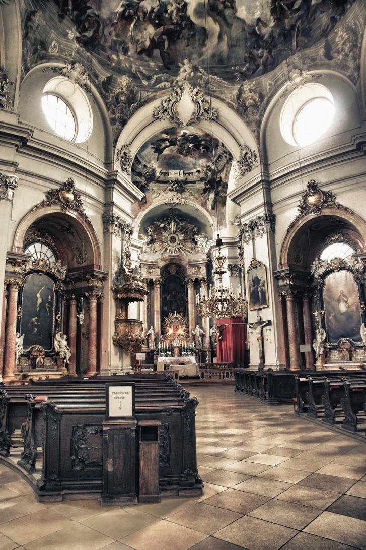 255-piaristenkirche