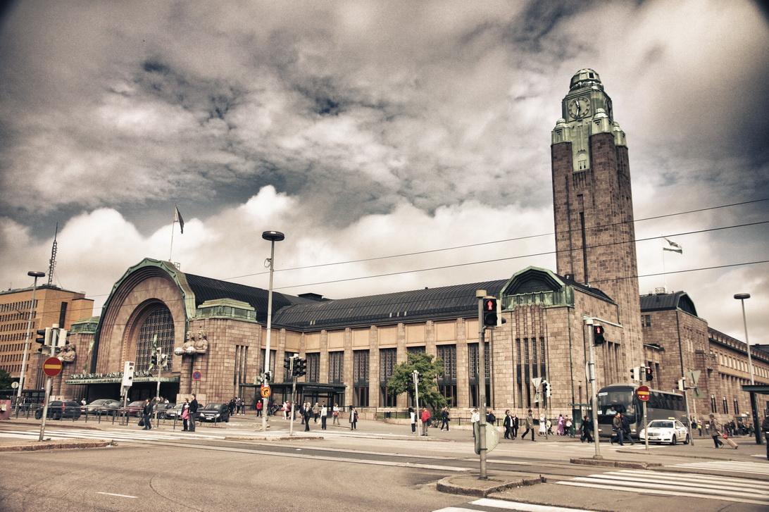5372-train-station