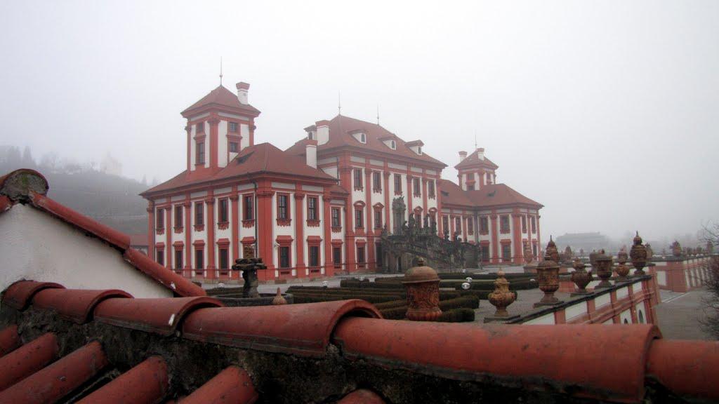 Дворец-Замок Троя в Праге