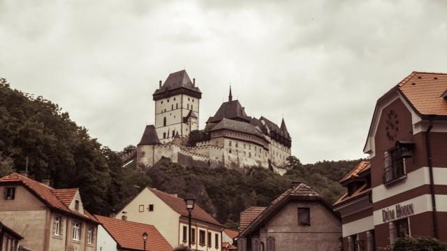 Вид на замок Карлштейн.