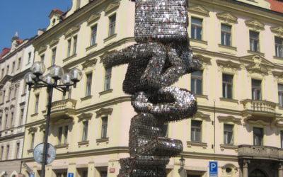 Памятник из ключей в Праге
