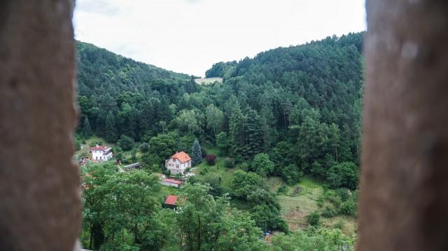 Вид из бойницы замка Карлштейн