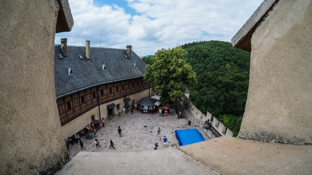 Билетные кассы и сувенирные магазины замка Карлштейн в Чехии