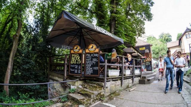 Ресторанчик с пивом у замка Карлштейн