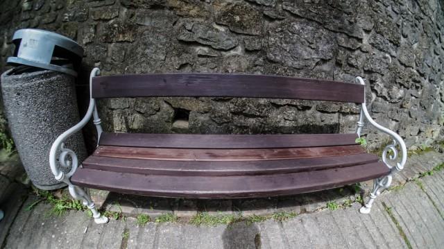 Скамейка рядом с замком Карлштейн