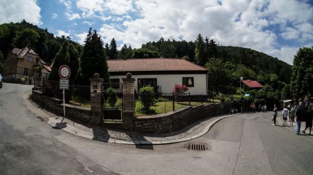 Дома жителей городка рядом с замком Карлштейн