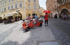 На велосипеде, сегвеи и пешком по Праге