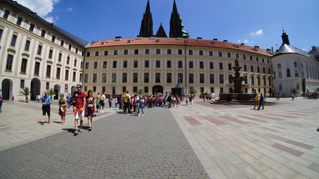 Двор Пражского Града