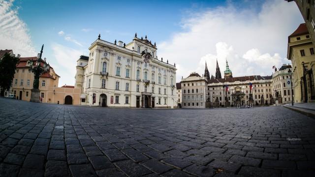 Градчанская площадь в Праге летом