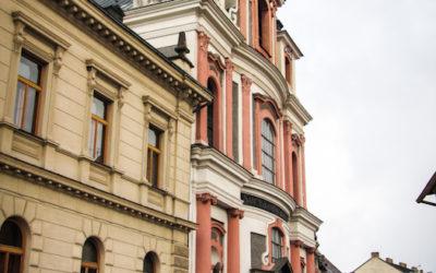 Церковь Святого Иоанна Непомука и Каменный колодец в Кутной Горе