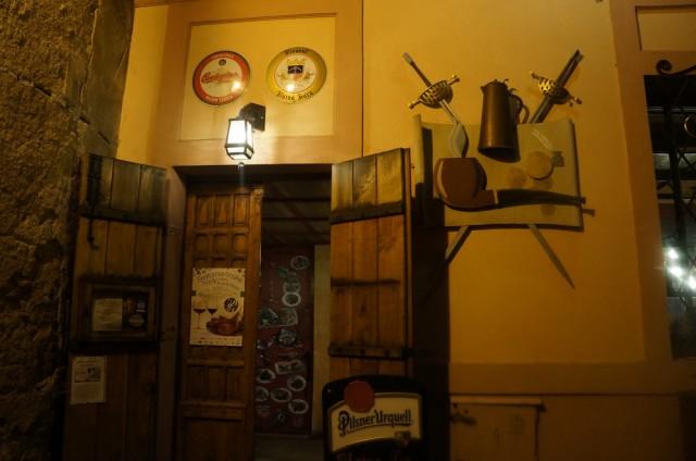 Вход в ресторан Дачицкий в Кутной Горе