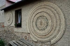 Дом из винных пробок в Чехии.