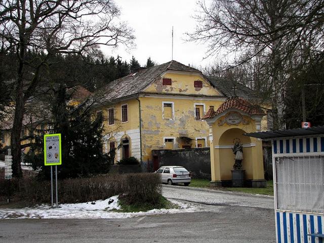 Чешский замок Орлик. Деревня рядом с замком.