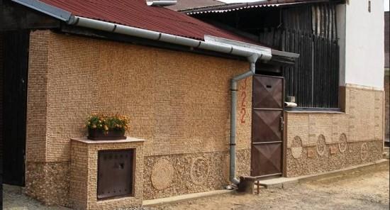 Дом из винных пробок в Чехии
