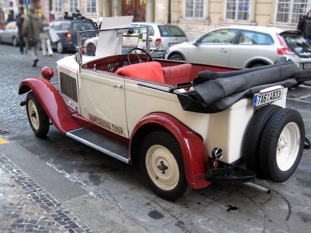На кабриолете Шкода по Праге