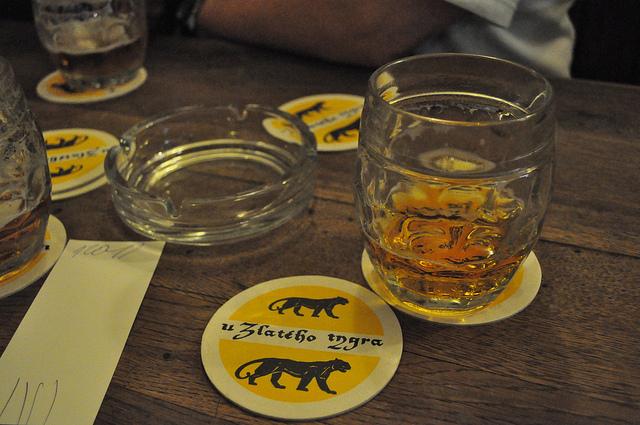 """Пивная """"У золотого тигра"""" в Праге."""