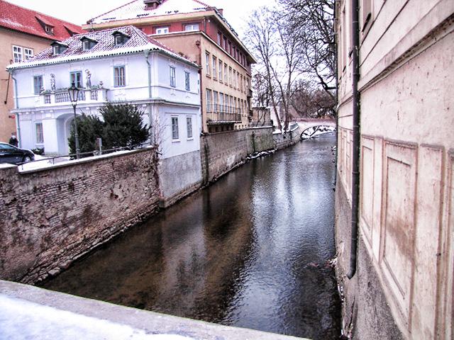 Мост влюбленных в Праге. Водяная мельница в Праге.