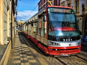 Трамвай в Праге Škoda 15T
