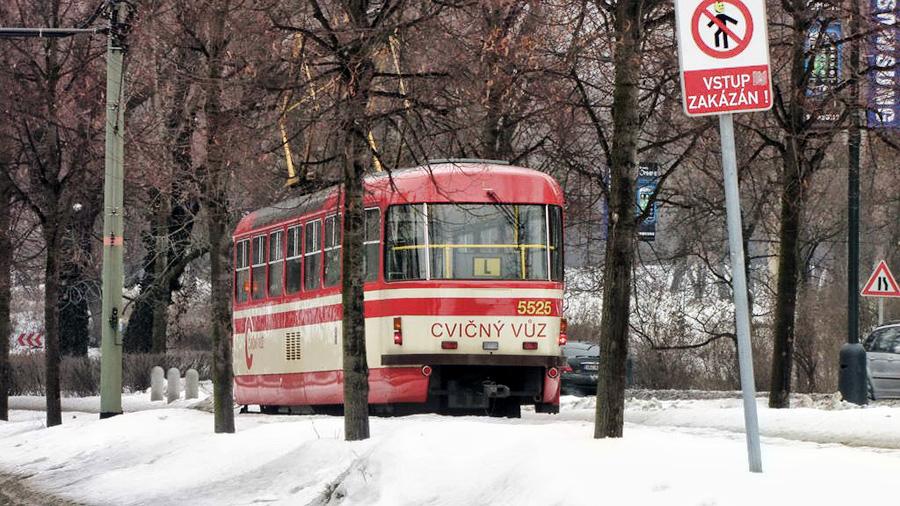 Такие же трамваи бегают по