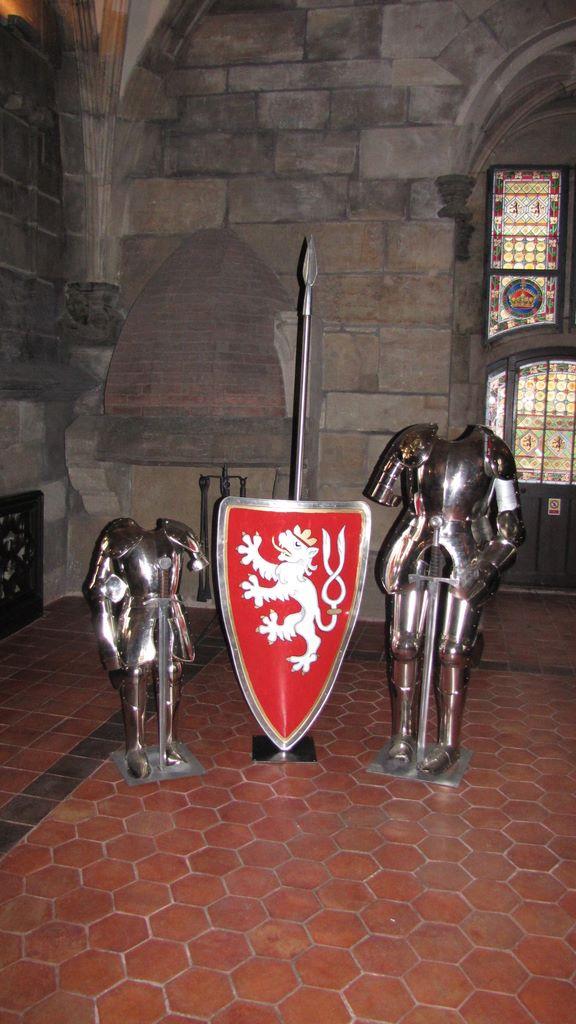 Доспехи внутри пороховой башни в Праге