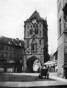 Старая фотография Пороховых ворот в Праге