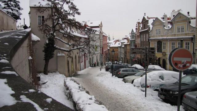 Улица Нерудова в Праге зимой