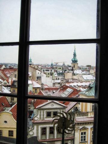 Прага сквозь окно башни Староместской ратуши