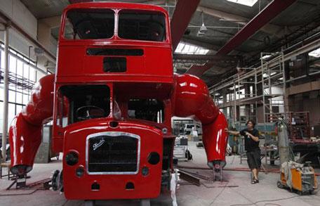 Отжимающийся автобус в Лондоне