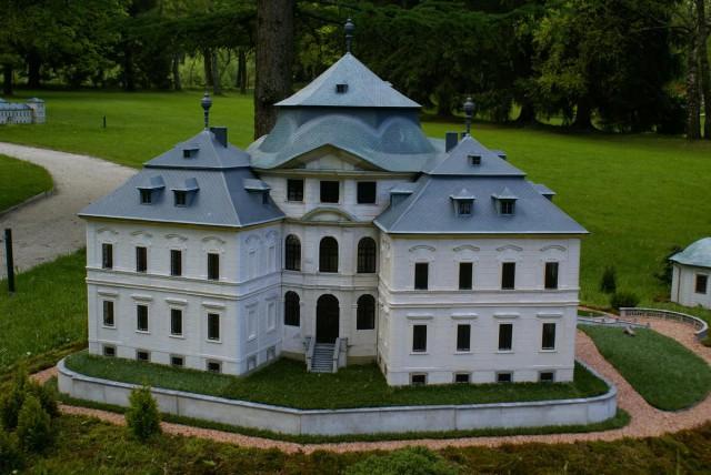 Замок Карлова Корона