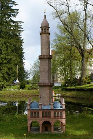 Минарет в городе Леднице