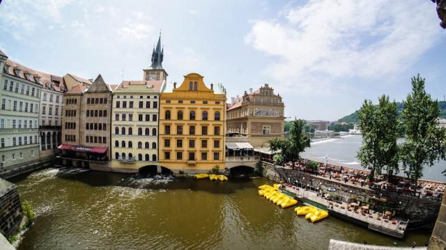 Катамаран в Праге на прокат для прогулок по Влтаве