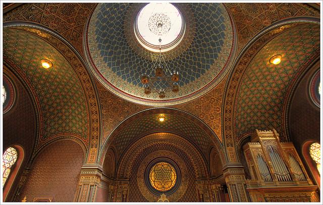 Своды Испанской Синагоги в Праге потрясают свой красотой