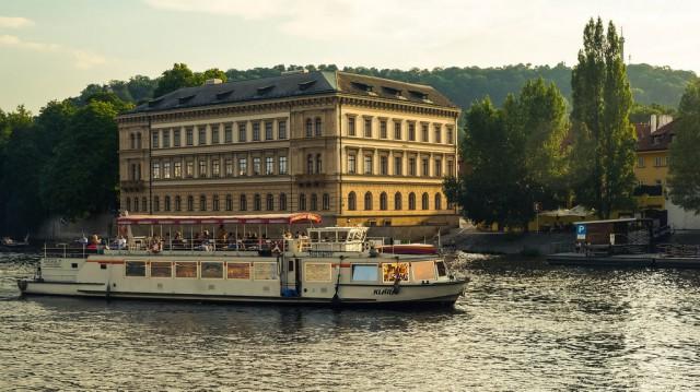 Прогулка на корабле по Влтаве в Праге доставит массу удовольствия