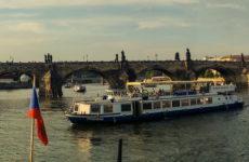 Кораблик по Влтаве в Праге. Прогулка по реке в Праге